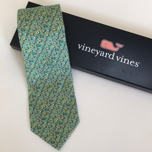 Vineyard Vines 100% Silk Flags Tie With Box